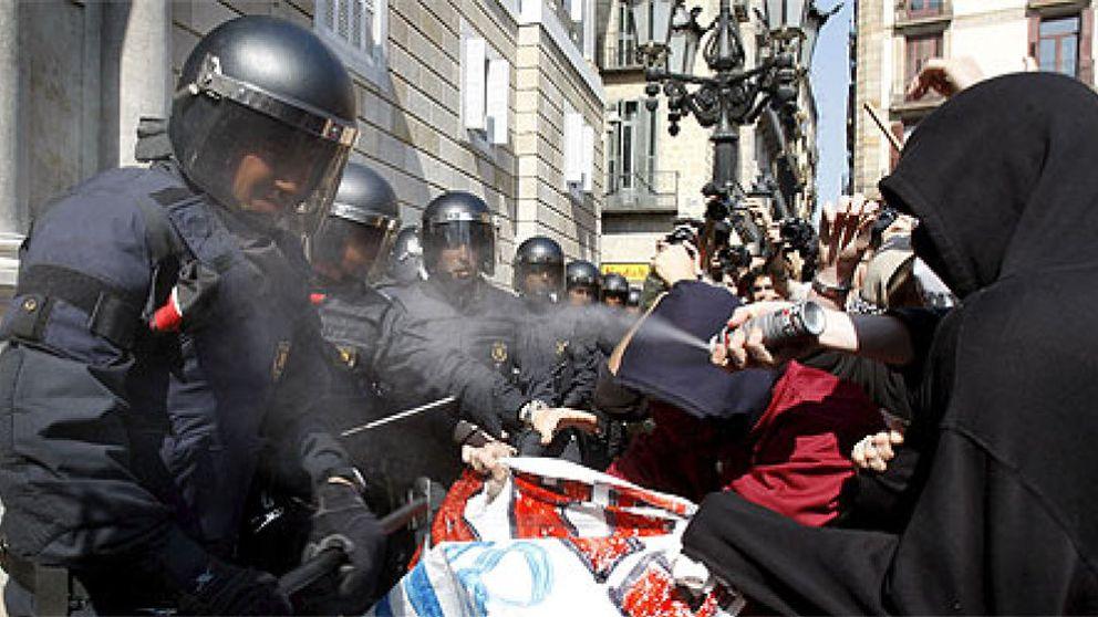 Cataluña planea despedir a 3.700 profesores de la escuela pública