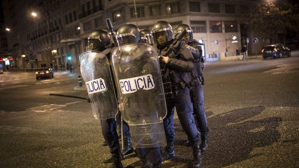 Abren un expediente a un policía por agredir a un indigente en la Puerta del Sol