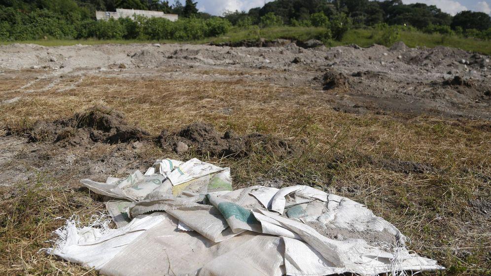 Foto: Fotografía de la zona donde fue encontrada una fosa con al menos 44 cadáveres. (EFE)