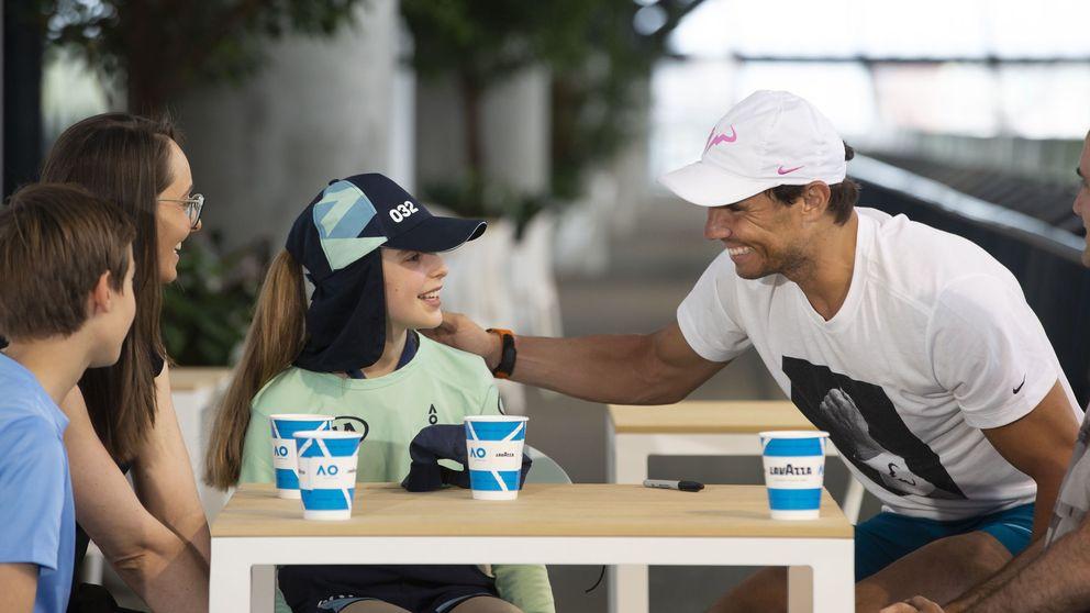La visita sorpresa de Rafa Nadal a Anita, la joven recogepelotas del Open de Australia