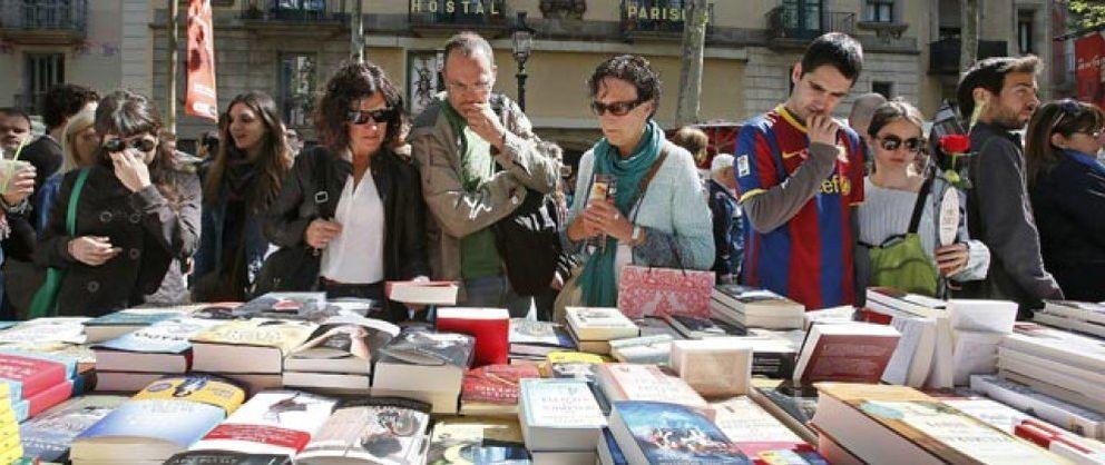 Foto: Sánchez Piñol y Albert Espinosa, los autores más vendidos en Sant Jordi