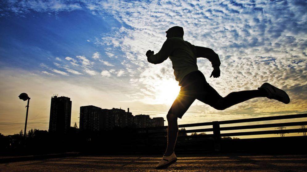 Foto: Correr de noche requiere unas medidas de seguridad extra. (iStock)