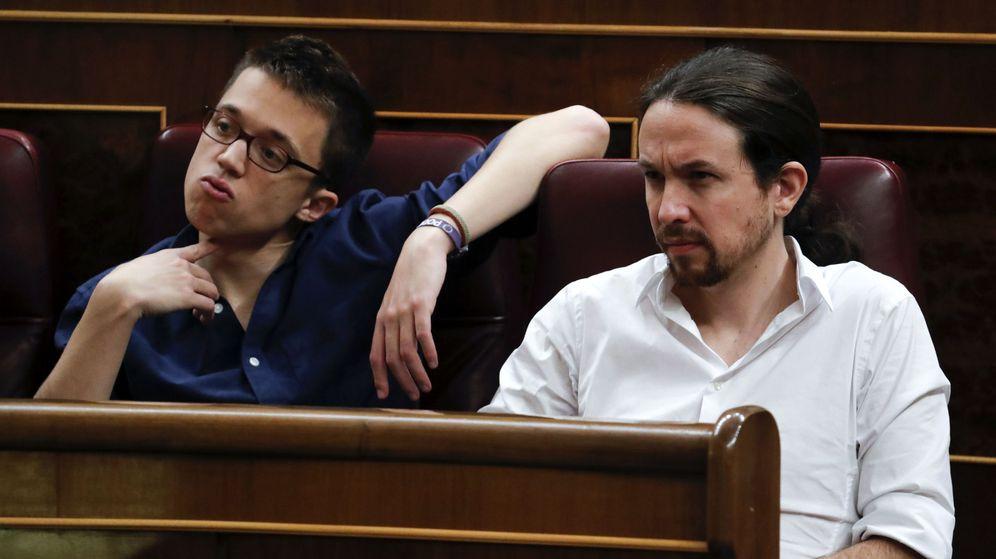 Foto: El líder de Podemos, Pablo iglesias (d), y el portavoz parlamentario del partido, Íñigo Errejón. (EFE)