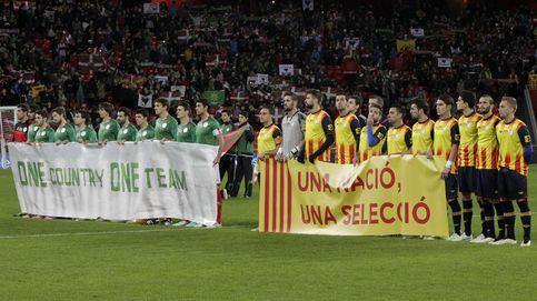 Cuando el Barcelona ayuda al país, la estelada es 'legal'... y Piqué el reclamo