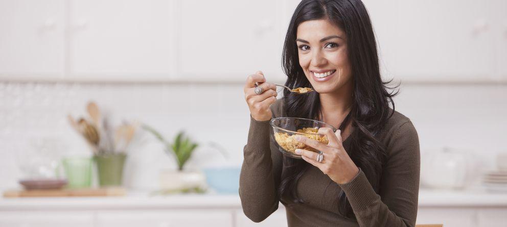 Foto: El desayuno contribuye a regularizar el tránsito intestinal y su repercusión sobre el bienestar digestivo. (Corbis)