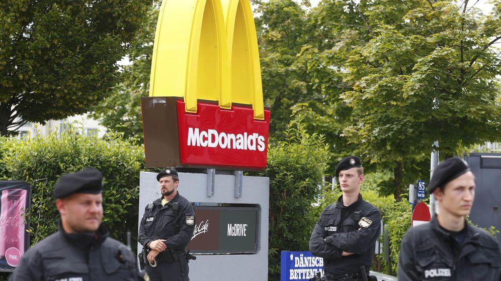 Foto: La Policía custodia el restaurante de comida rápida donde ocurrió el ataque. (Reuters)