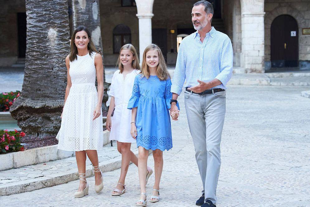 Foto: La familia real española, en el palacio de la Almudaina. (Limited Pictures)