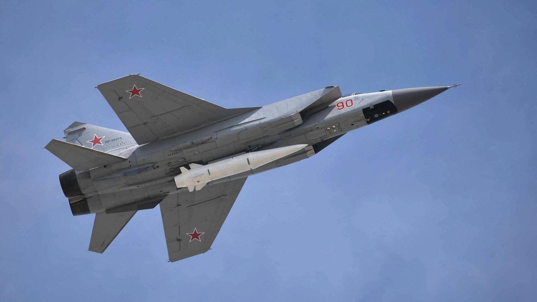 MiG-31K llevando un misil Kinzhal (Foto: Mil.Ru)