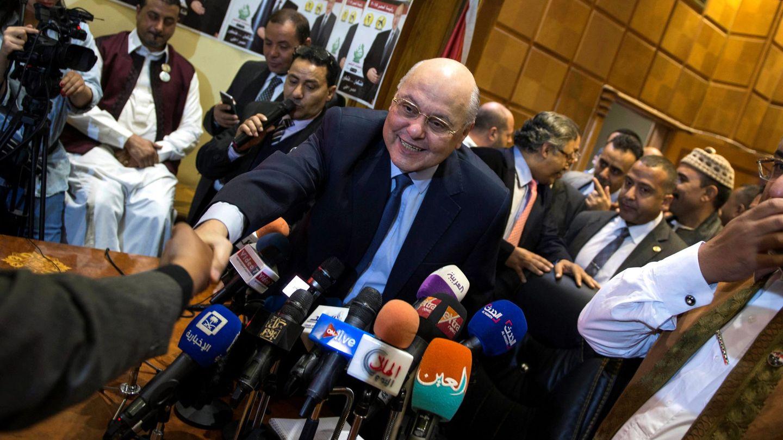 El candidato presidencial Musa Mustafa Musa, líder del partido Al Gad (El Mañana), durante un acto de campaña electoral en la sede del partido en El Cairo, el 21 de marzo de 2018. (EFE)