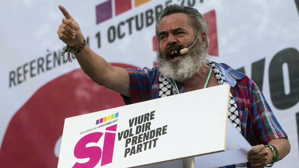 Foto: Juan Manuel Sánchez Gordillo (alcalde de Marinaleda) participa en el acto de la CUP en Badalona en favor del 1-O. (EFE)
