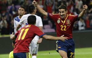 España arregla otro amistoso antipático con un gol 'in extremis'