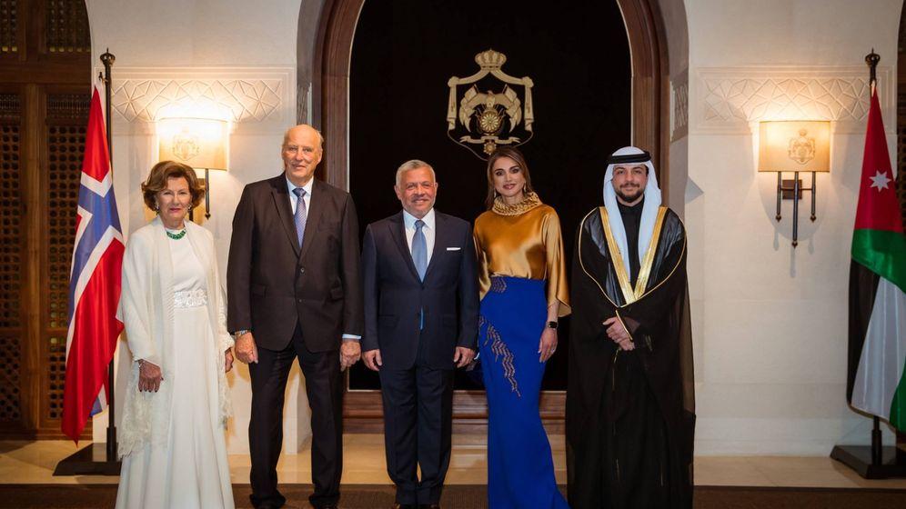Foto: Los reyes jordanos y el príncipe Hussein, junto a los reyes noruegos. (Reino Hachemita de Jordania)