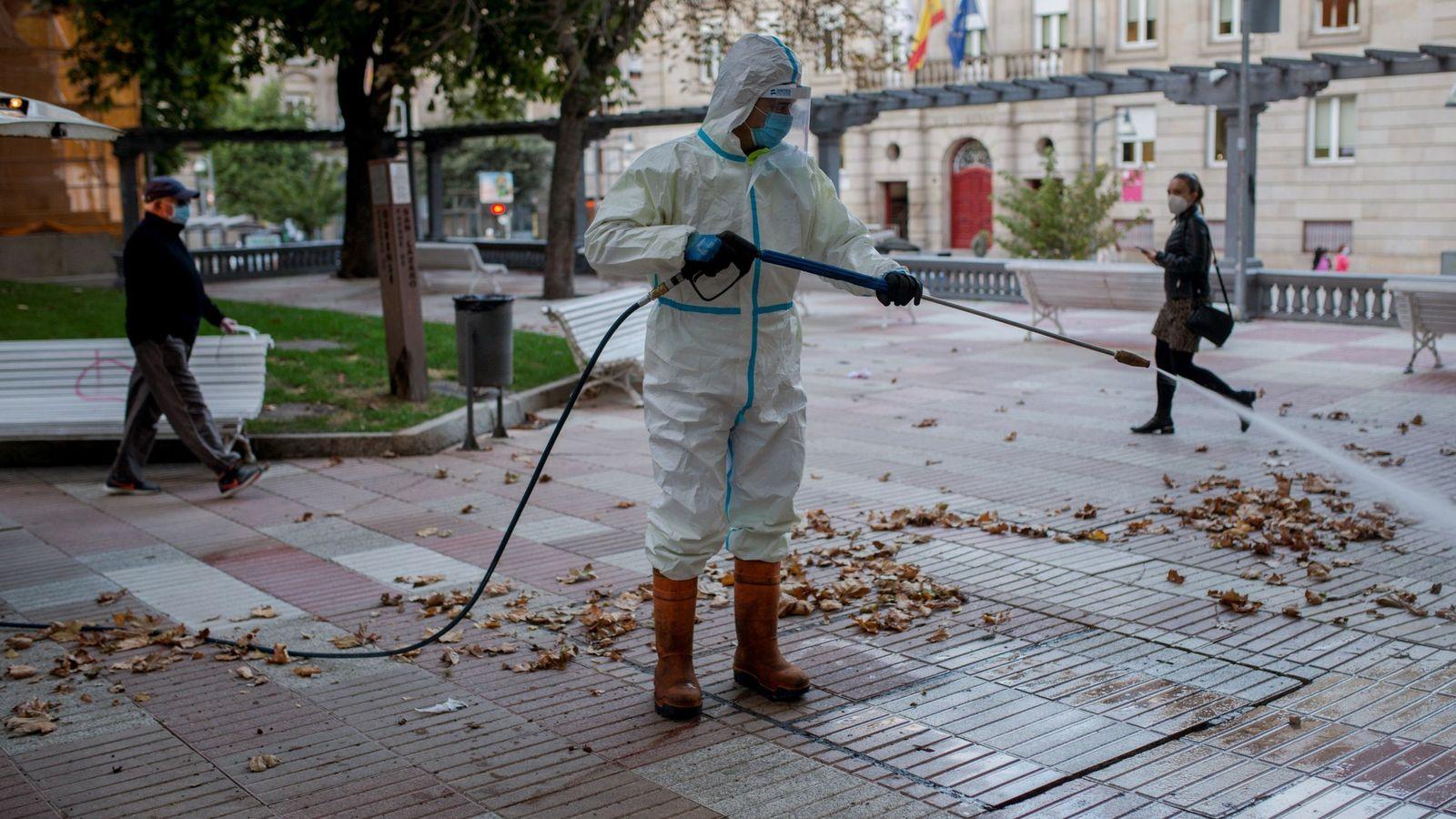 Galicia Cierra 63 Concellos Adelanta El Toque De Queda Y Limita Las Reuniones A Cuatro Personas