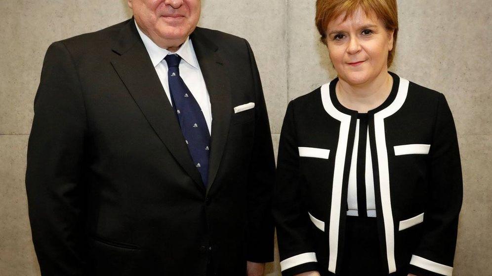 Foto:  Miguel Ángel Vecino junto a Nicola Sturgeon, ministra de Escocia