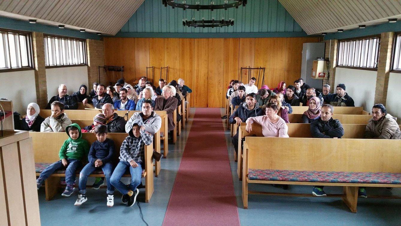 Foto: Los refugiados reciben un curso alpha, iniciación al protestantismo, en la iglesia Vasakyrkan de Filipstad, Suecia.