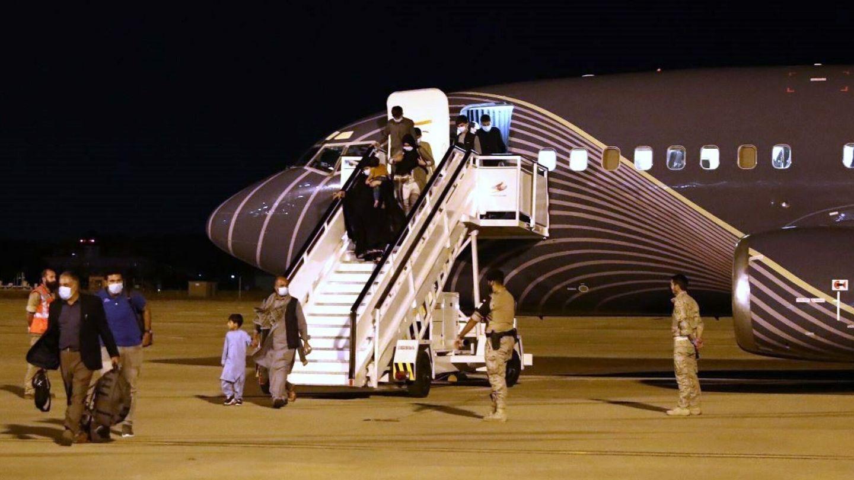 Llegada de un avión con refugiados afganos a Torrejón.