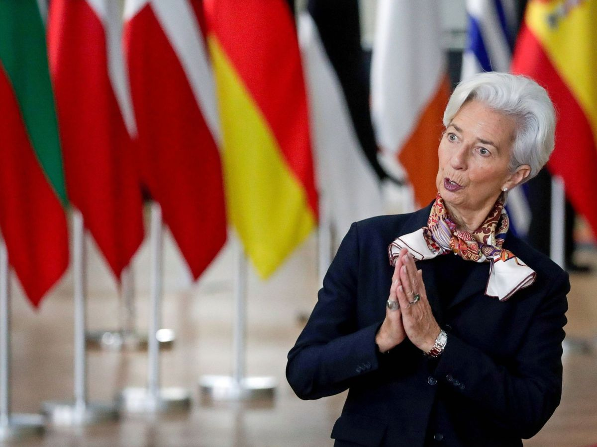 Foto: La nueva presidenta del Banco Central Europeo (BCE), Christine Lagarde, gesticula a su llegada a la segunda jornada de la cumbre del Consejo Europeo. (Reuters)
