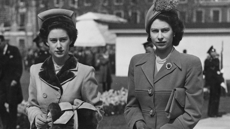 La princesa Margarita y  su hermana Isabel II, en una imagen de archivo. (Getty)
