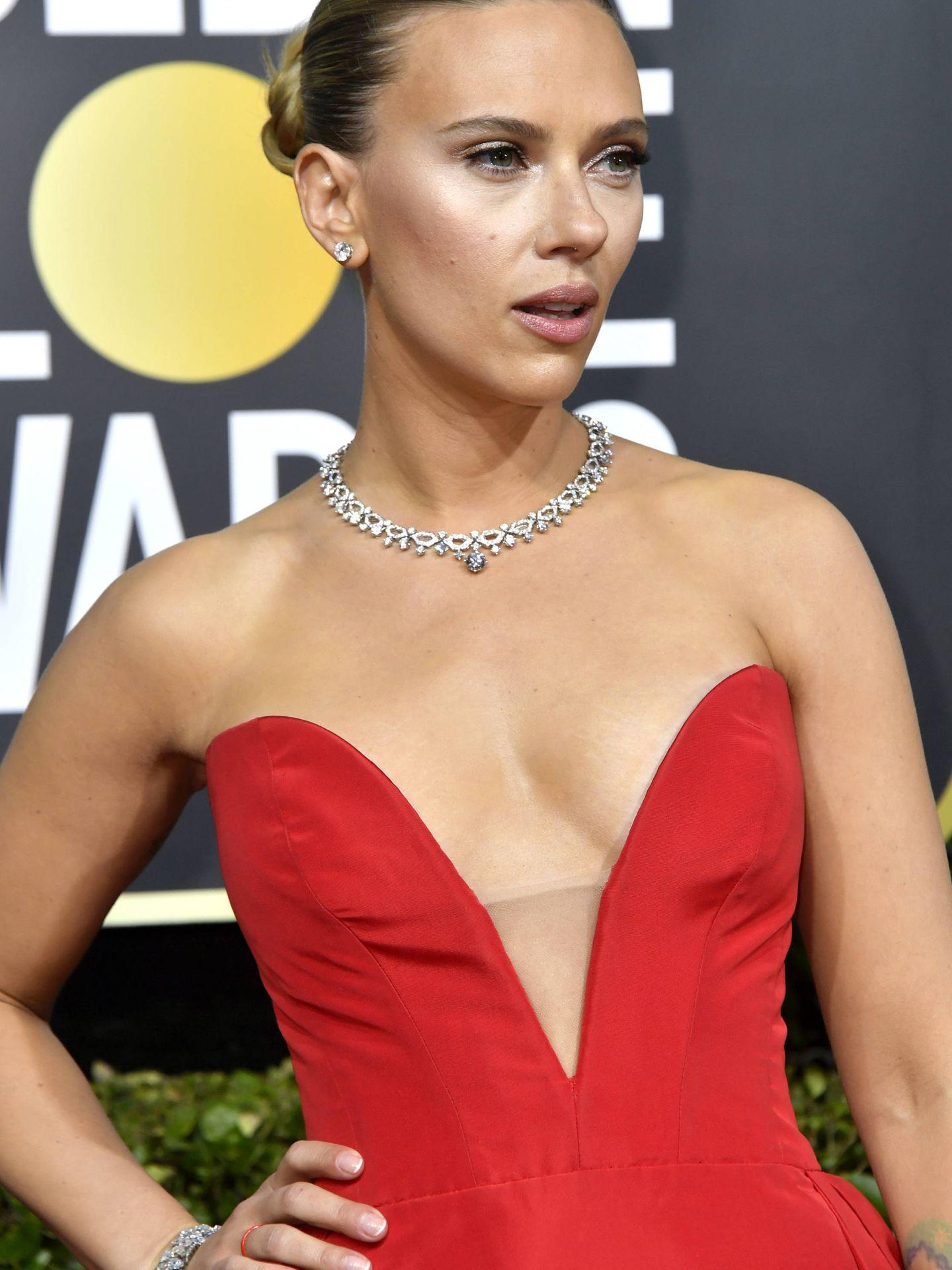 Detalle de la manicura de Scarlett Johansson. (Getty)