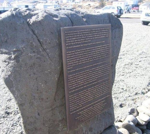 Foto: Monumento dedicado a los 32 balleneros vascos asesinados. (Icelandreview)