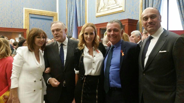 Ana Rosa, Pedro Piqueras, Sandra Ibarra, Juan Ramón Lucas y Juan. (Foto: Vanitatis)
