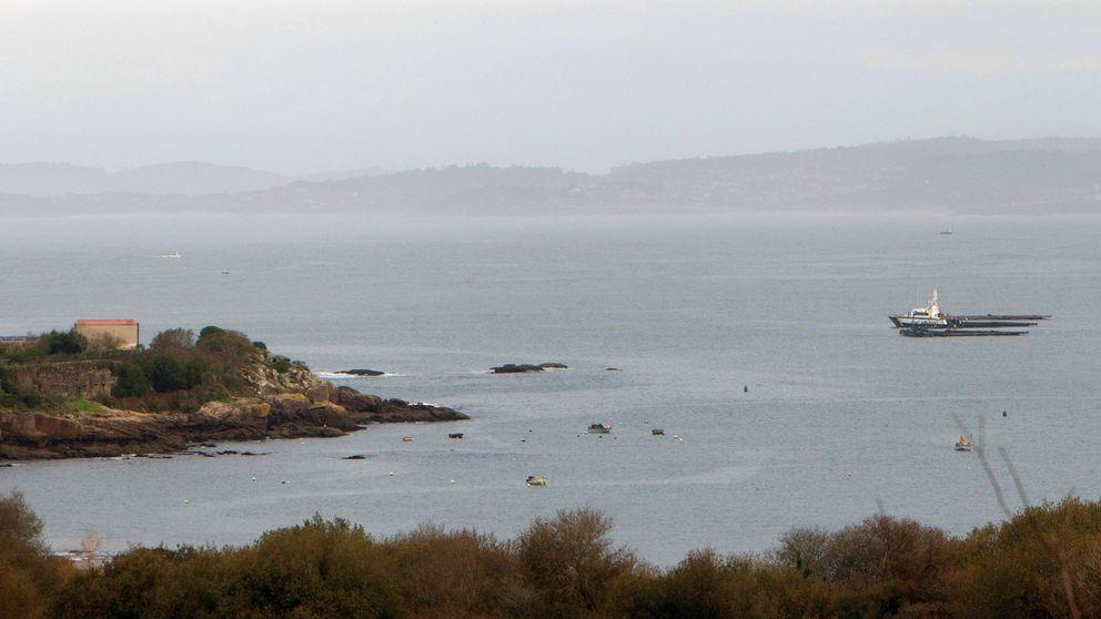 Un buzo confirma la presencia de droga en el 'narcosubmarino' hundido en la costa gallega