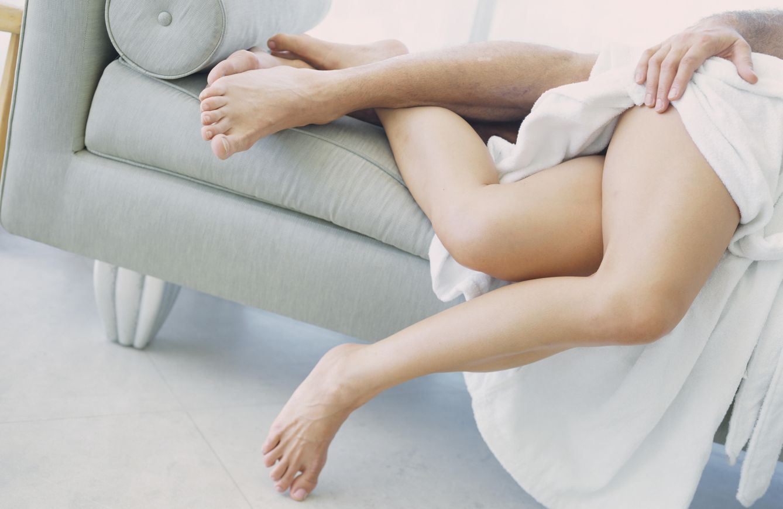 Foto: Esta postura permite al hombre tener las manos libres para acariciar y tocar donde a ella más le guste. (Corbis)