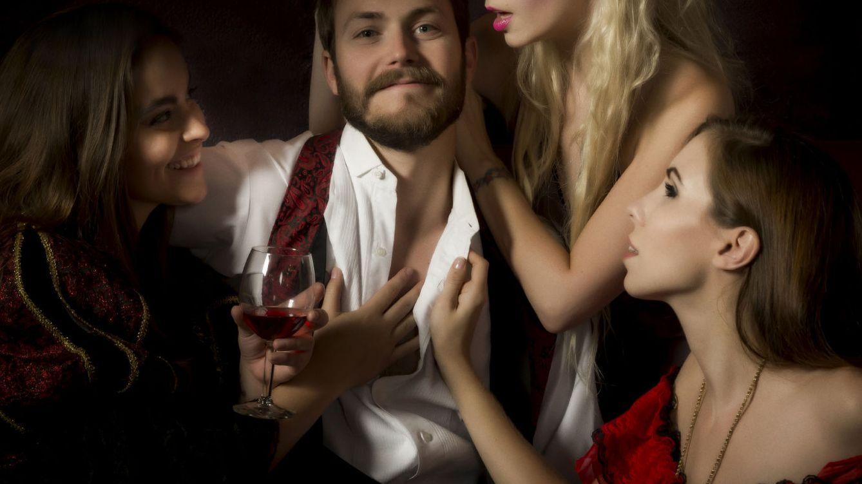 Foto: No es que sea un hombre con suerte, es que es ansioso en sus relaciones. (iStock)