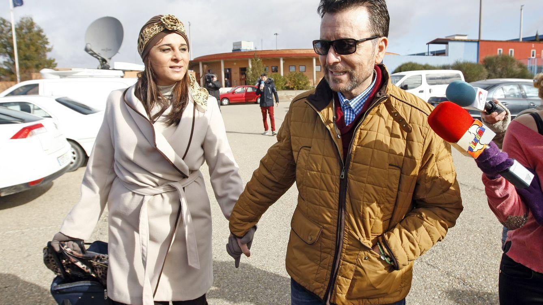 Foto: José Ortega Cano y Ana María Aldón, a la salida de la prisión de Zuera, Zaragoza (Gtres)