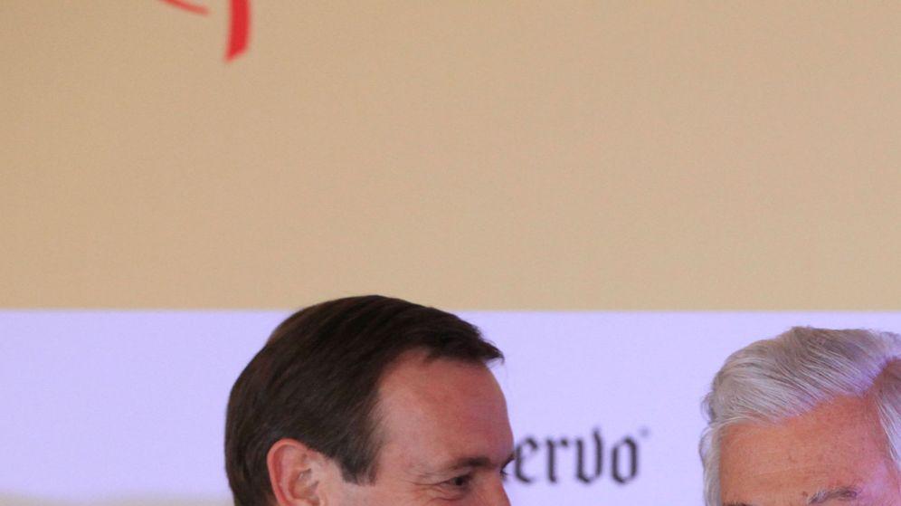 Foto: Antonio del Valle (d), en una entrega de un premio en México en 2016. (EFE)