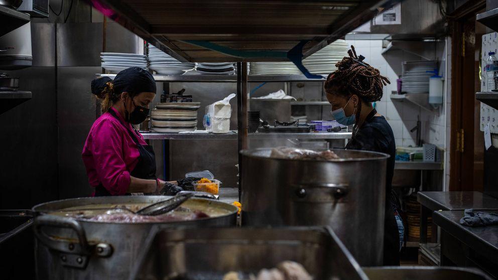La cola del hambre llega al restaurante: Ya damos más de 220 menús gratis al día