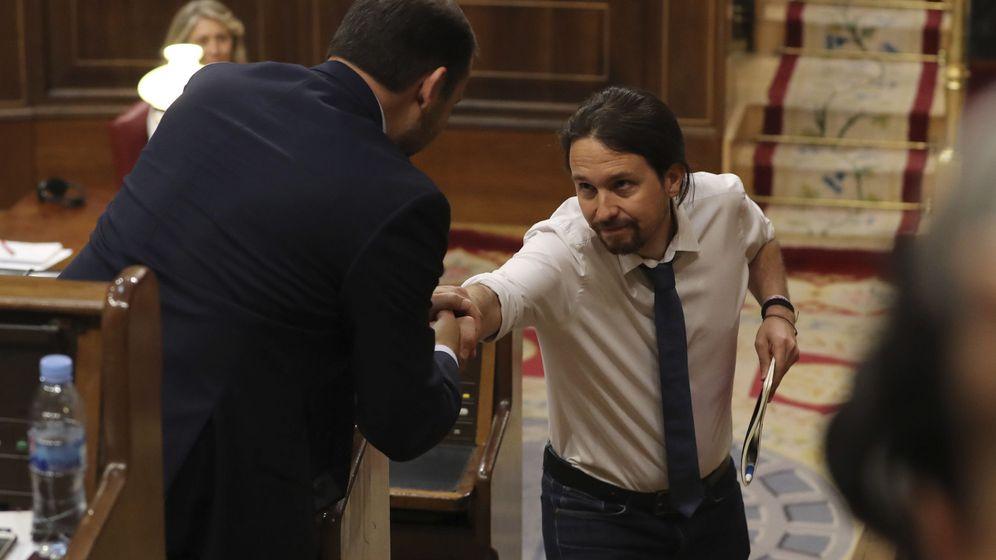 Foto: El líder de Podemos, Pablo Iglesias, y el portavoz del PSOE, José Luis Ábalos. (EFE)