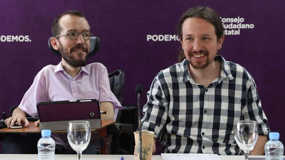Foto: El líder de Podemos, Pablo Iglesias, y el exsecretario de Organización, Pablo Echenique (i), durante una reunión del Consejo Ciudadano Estatal. (EFE)