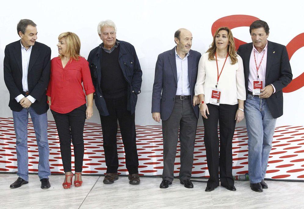 Foto: José Luis Rodríguez Zapatero, Elena Valenciano, Felipe González, Alfredo Pérez Rubalcaba, Susana Díaz y Javier Fernández, en la conferencia política del PSOE de noviembre de 2013. (EFE)