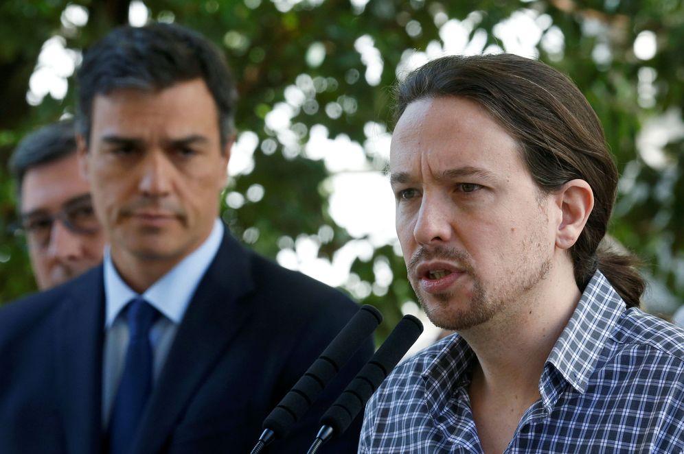 Foto: Pablo Iglesias y Pedro Sánchez, el pasado 15 de julio en el Congreso tras el minuto de silencio por el atentado de Niza. (EFE)