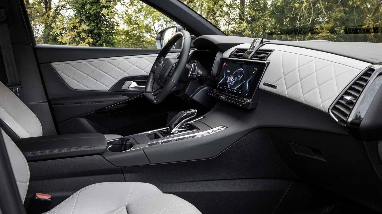 Interior muy lujoso en el nuevo DS7 Crossback E-Tense 225 CV.