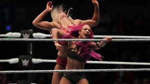 'Pillada' en la WWE: luchadoras paran de pelear durante los anuncios