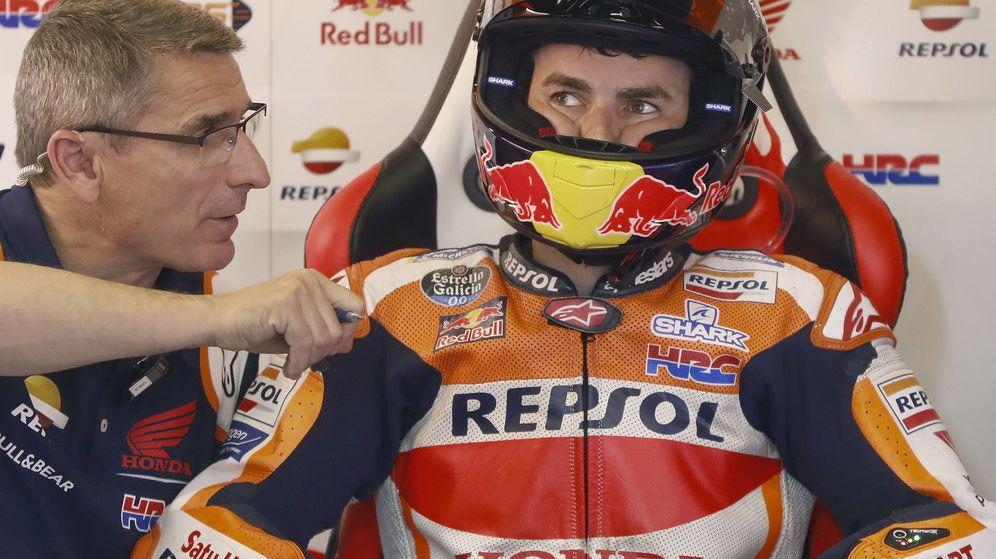 Foto: Jorge Lorenzo en el box del Repsol Honda. (EFE)