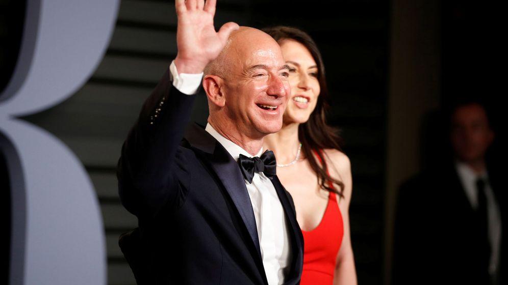 Foto: Jezz Bezos y su esposa, MacKenzie, hace un año en una fiesta. (Reuters)