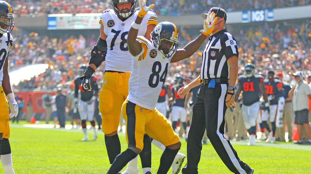 Foto: Villanueva (78), junto a Antonio Brown (84) durante el partido contra Chicago Bears. (USA TODAY Sports)