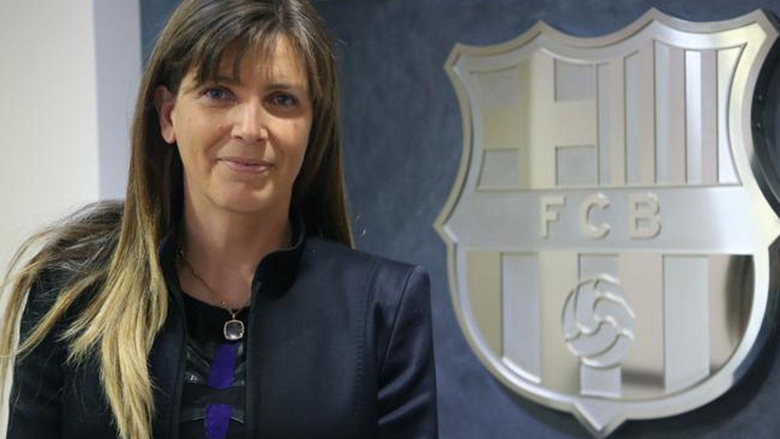 Foto: Susana Monje posa con el escudo del Barça (www.fcbarcelona.es)