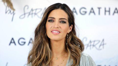 Sara Carbonero o cómo un vaquero y una blusa bastan para un look casual 10