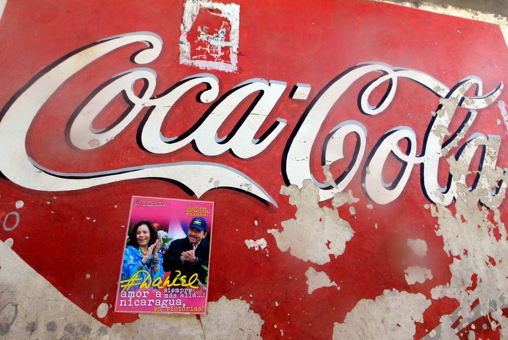 Foto: Un poster de campaña en apoyo a Daniel Ortega y su esposa Rosario Murillo en Masaya (Reuters)