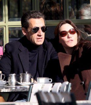 Nicolas Sarkozy y Carla Bruni se quedan sin luna de miel