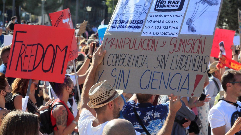El negocio de ser negacionista del covid o la quimio: este español factura 475.000€ al año