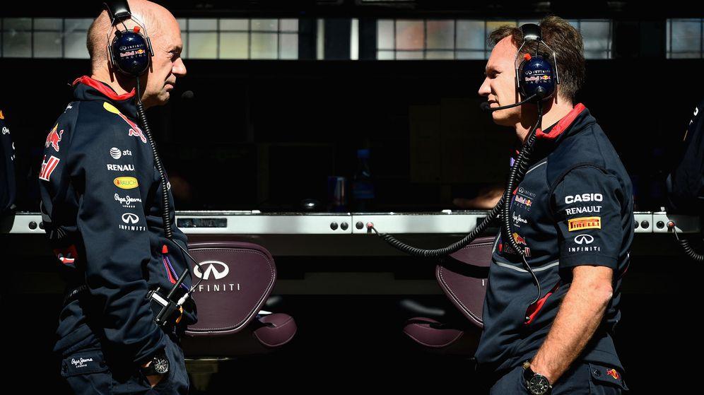 Foto: Adrian Newey (i) junto a Christian Horner en el muro de Red Bull.