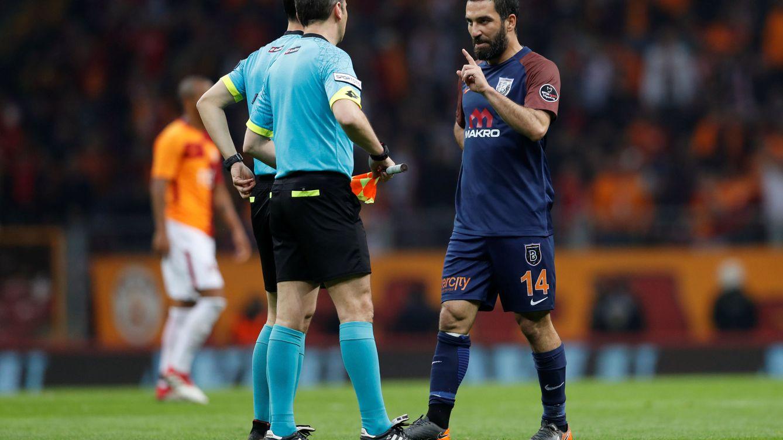 El ocaso de Arda Turan por ser un futbolista violento, agresivo y conflictivo