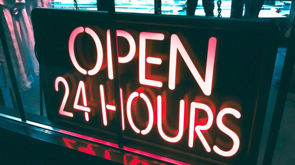 Foto: Un cartel de 'abierto 24 horas'.