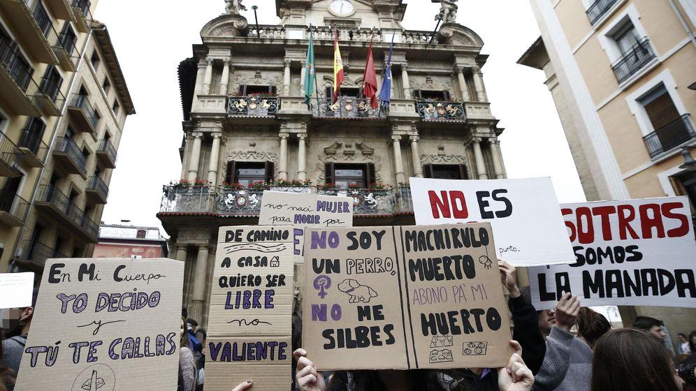 Foto: Concentración en Pamplona contra La Manada. (EFE)