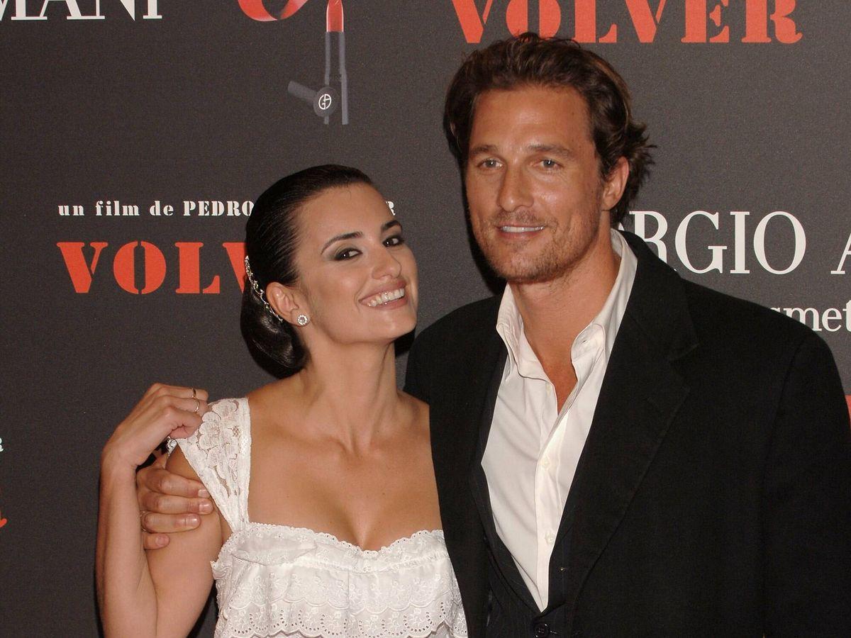 Foto: Penélope Cruz y Matthew McConaughey, en el estreno de 'Volver' en Madrid. (Getty)